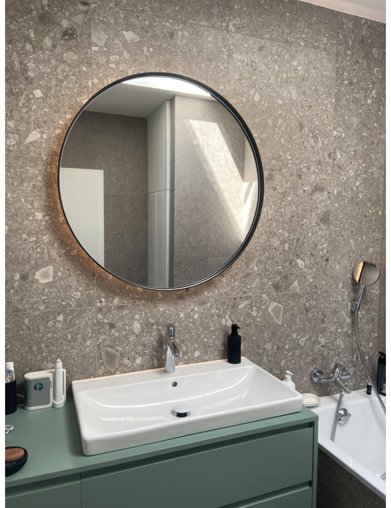 Čierne okrúhle zrkadlo