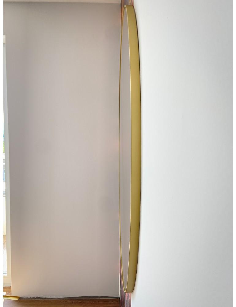 Zlaté okrúhle zrkadlo