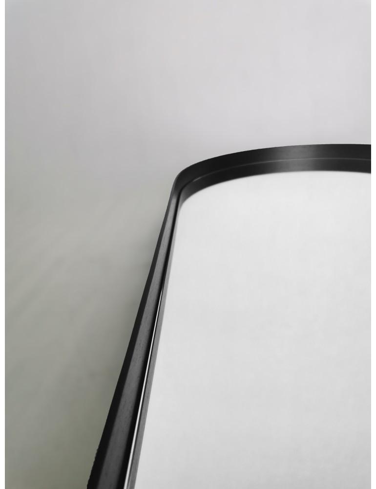Čierne oválne zrkadlo s podsvietením