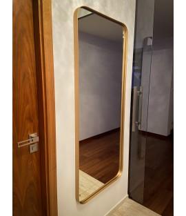 Zrkadlo so zaoblenými rohmi